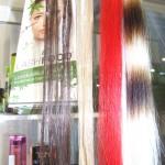 Tume ja hele pärlisalk ning punane ja hele vöödiline efektsalk